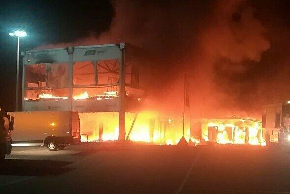Der Brand in Jerez vernichtete beinahe alles Equipment der MotoE - Foto: Sky Sport Italia/Twitter