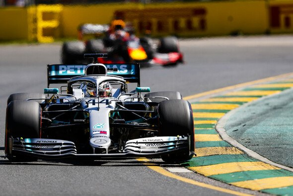 Formel-1-Weltmeister Lewis Hamilton sieht Red Bulls Honda-Motor schon fast auf Mercedes-Niveau - Foto: LAT Images