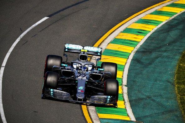 Lewis Hamilton fuhr der Konkurrenz am Freitag in Australien einmal davon - Foto: LAT Images
