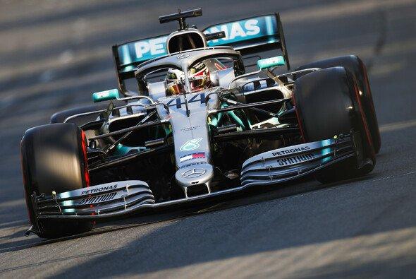 Lewis Hamilton hat sich beim Formel-1-Auftakt in Australien die 84. Pole Position seiner Karriere gesichert - Foto: LAT Images