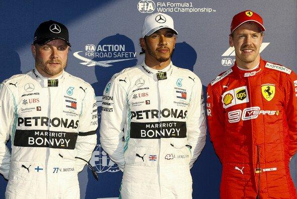 Sebastian Vettel hat den Kampf gegen Lewis Hamilton beim Formel-1-Auftakt in Australien noch nicht aufgegeben - Foto: LAT Images