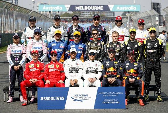 Das Gruppenfoto der F1-Piloten 2019 - Foto: LAT Images