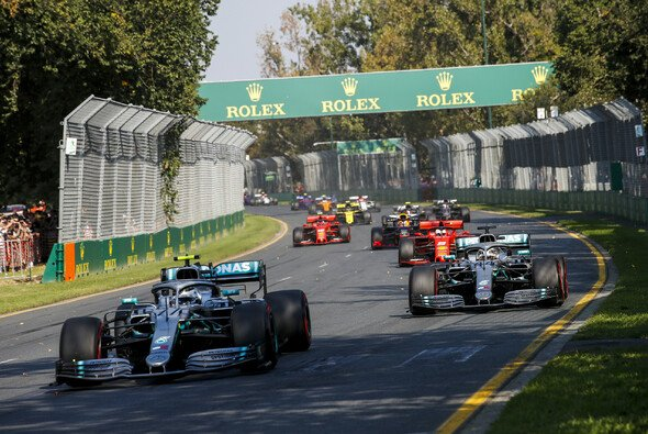 Die Formel 1 beim Start in den Australien-GP - Foto: LAT Images