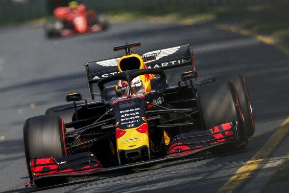 Max Verstappen distanzierte Sebastian Vettel beim Formel-1-Rennen in Australien nach einem beherzten Manöver - Foto: LAT Images