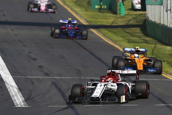 Das Mittelfeld? Will Kimi Räikkönen mit Alfa abschütteln - Foto: LAT Images