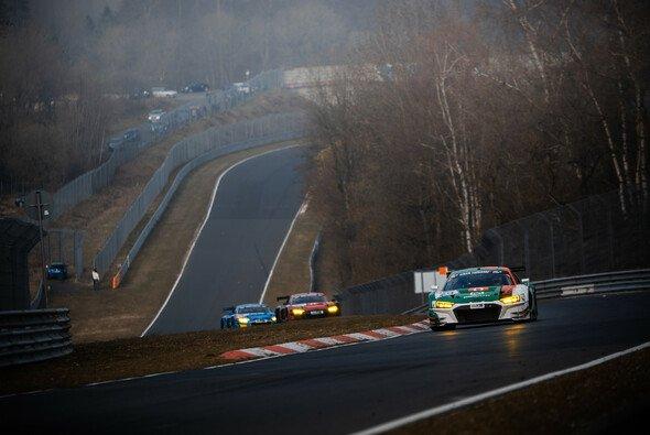 Rene Rast fährt beim 24h-Rennen Nürburgring zweigleisig - Foto: Felix Maurer