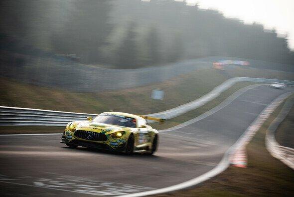 Mercedes sichert sich die Bestzeit im 1. Qualifying beim 24h-Rennen Nürburgring - Foto: Felix Maurer