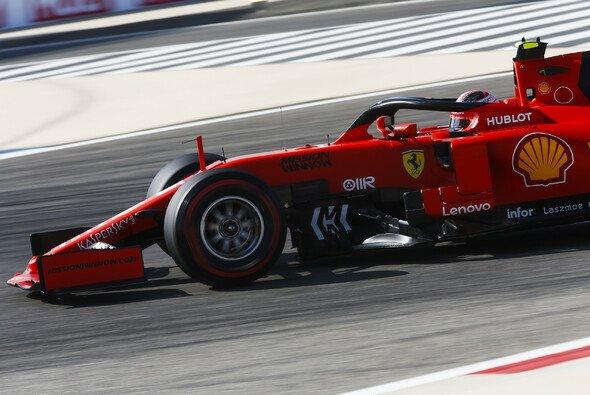 Charles Leclerc holte sich die Bestzeit im 3. Freien Training zum Bahrain GP - Foto: LAT Images