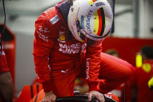 Sebastian Vettel musste nach dem Qualifying zu den Stewards - Foto: LAT Images