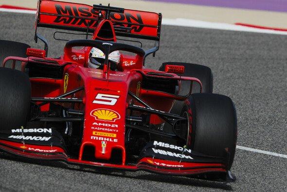 Sebastian Vettel musste sich nach nur einem Q3-Versuch Teamkollege Leclerc beugen - Foto: LAT Images