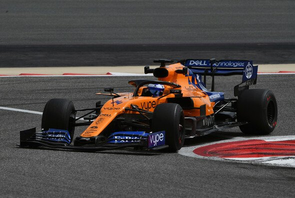 Fernando Alonso kletterte bei den Formel-1-Testfahrten in Bahrain erstmals in den 2019er McLaren - Foto: LAT Images