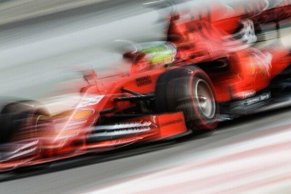 Mick Schumacher schrammte bei seinem Formel-1-Debüt im Ferrari knapp an der Bestzeit vorbei - Foto: LAT Images