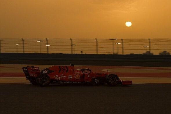 Die Wüste ruft: Der Bahrain GP steigt 2020 deutlich später als gewohnt - Foto: LAT Images
