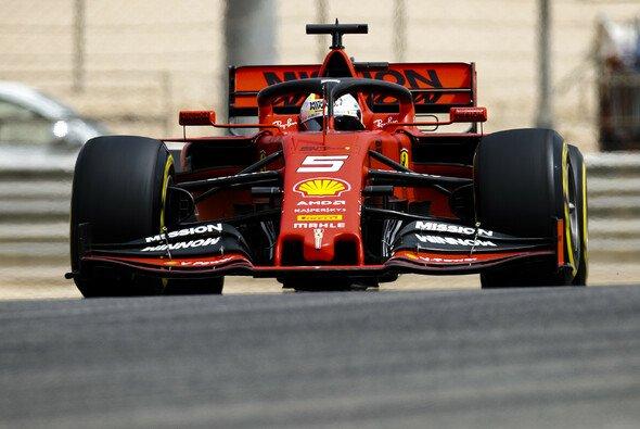 Sebastian Vettel testete in Bahrain im Auto von Charles Leclerc - Foto: LAT Images