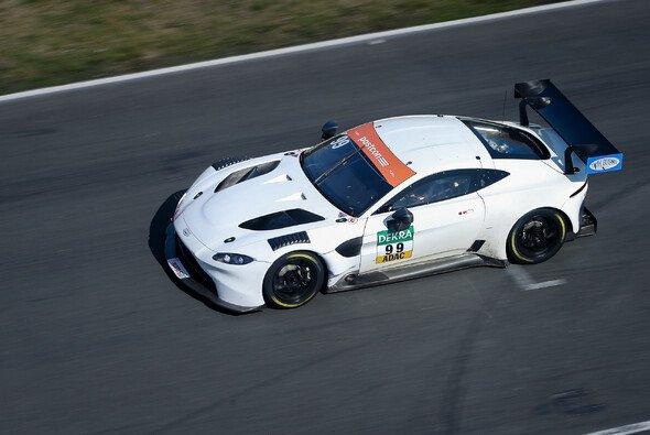 Premiere im ADAC GT Masters: der neue Aston Martin Vantage GT3 - Foto: ADAC GT Masters