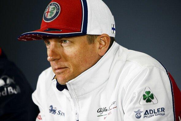 Kimi Räikkönen genießt bei Alfa Romeo die Formel 1 wie lange nicht - Foto: LAT Images