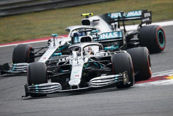 Formel-1-Weltmeister Lewis Hamilton holte beim 1000. Rennen der F1-Geschichte in China seinen zweiten Saisonsieg - Foto: LAT Images