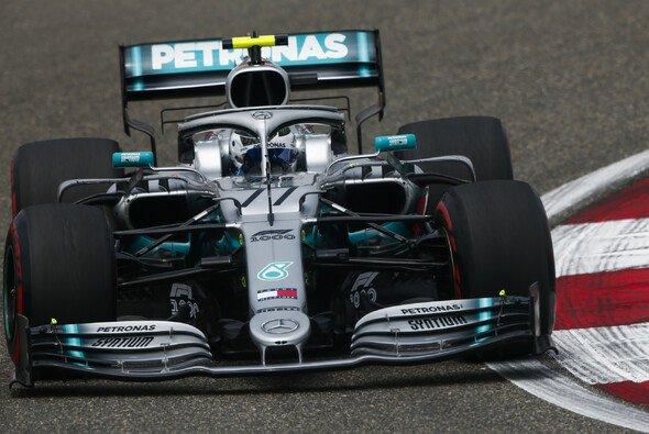 Bottas nahm Vettel im zweiten Training die Spitze ab - Foto: LAT Images