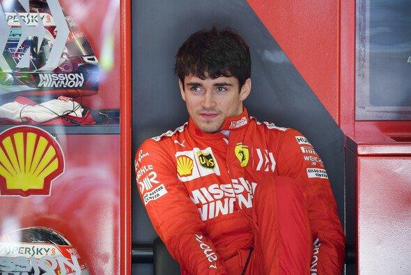 Charles Leclerc hadert mit seiner Leistung im Qualifying zum China GP - Foto: LAT Images