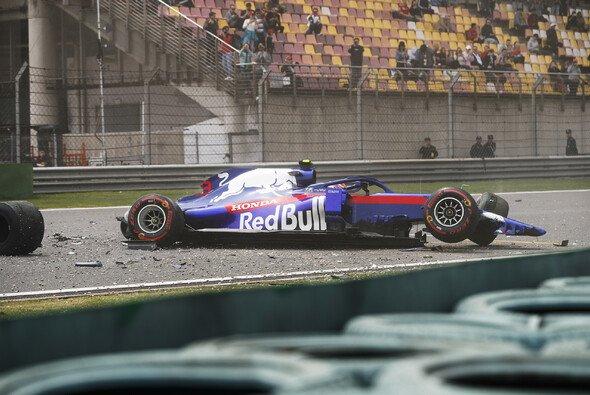 Alex Albon sorgte für den Abbruch der Qualifying-Generalprobe - Foto: LAT Images