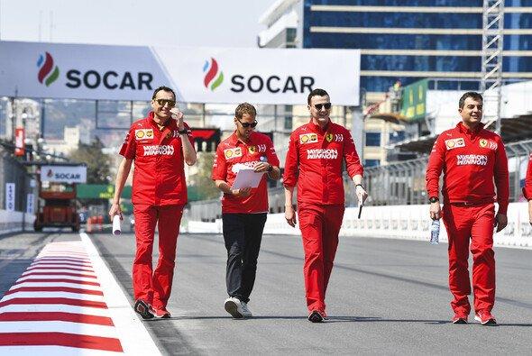 Für Sebastian Vettel stehen am Donnerstag nicht nur Medientermine an: Auch der Trackwalk ist bei ihm obligatorisch - Foto: LAT Images