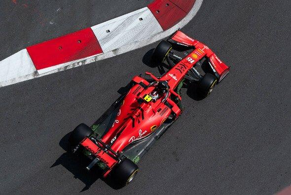 Charles Leclerc holte im zweiten Training der Formel 1 in Baku vor Ferrari-Teamkollege Sebastian Vettel die Bestzeit - Foto: LAT Images