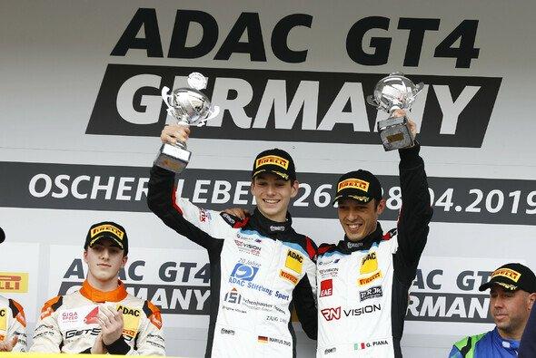 Sieger in Oschersleben: Marius Zug (li.) und Gabriele Piana - Foto: ADAC GT4 Germany
