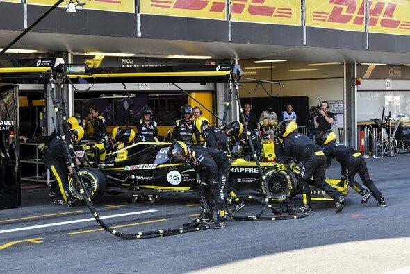 Daniel Ricciardo musste nach seinem Rangier-Crash aufgeben und kassierte on top eine Strafe - Foto: LAT Images