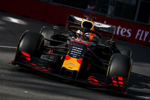 Max Verstappen verpasste im Red Bull zum dritten Mal in Folge das Podium - Foto: LAT Images