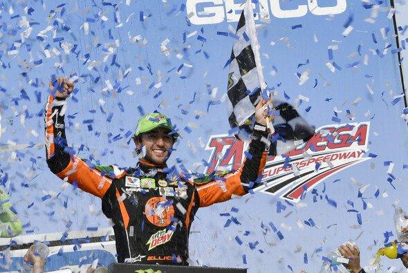 Erster Saisonsieg für Chase Elliott und Chevrolet - Foto: LAT Images