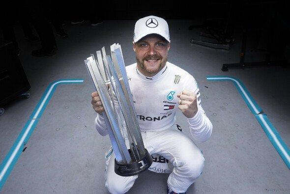 Valtteri Bottas fährt auch 2020 für Mercedes in der Formel 1 - Foto: LAT Images