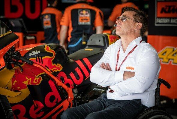 KTMs Motorsport-Direktor Pit Beirer stellt klar, dass man alle vier Piloten in Zukunft halten will - Foto: KTM