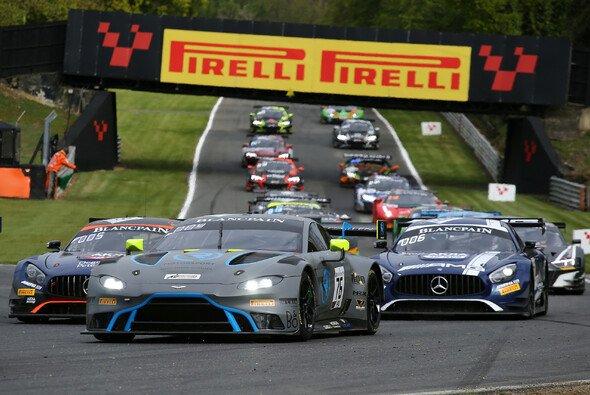 R-Motorsport kämpfte beim Saisonauftakt der Blancpain GT World Challenge Europe an der Spitze mit - Foto: R-Motorsport