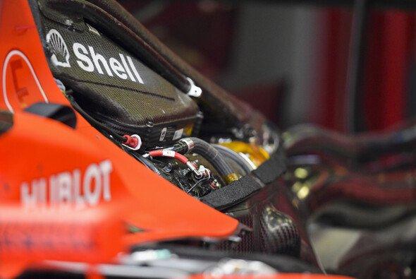 Aufgrund des Formel-1-Kalenders 2020 mit 22 Rennen dürfen die Teams wieder eine MGU-K mehr einsetzen - Foto: LAT Images