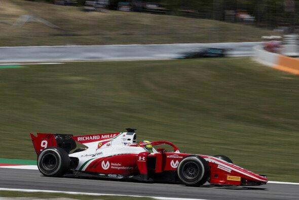 Mick Schumacher erlebte in Spanien in der Formel 2 mehrere Kollisionen - Foto: LAT Images