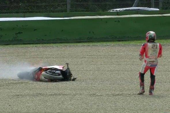 Rinaldis Ducati fing Feuer nach dem Sturz - Foto: WorldSBK/Screenshot