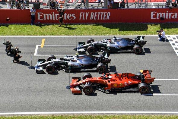 Welche Rolle spielt Sebastian Vettel noch im mutmaßlichen Silberpfeil-Stallduell in Barcelona? - Foto: LAT Images