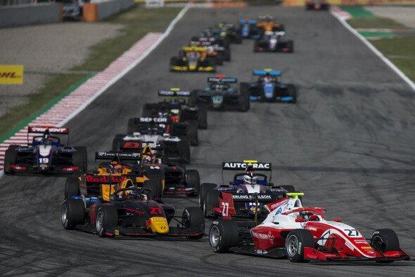 Der Start der Formel 3 in Barcelona - Foto: LAT Images