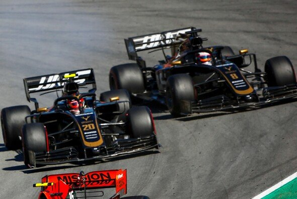 Kevin Magnussen fuhr knallhart gegen Haas-Kollege Romain Grosjean - Foto: LAT Images