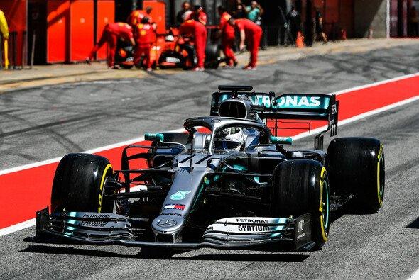 Mercedes drängt Ferrari auch beim Test in den Hintergrund - Foto: LAT Images