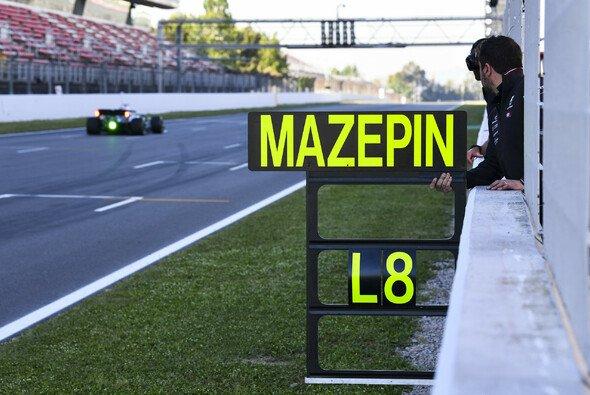 Trotz Drehers am Morgen toppte Nikita Mazepin im Mercedes die Testergebnis-Listen - Foto: LAT Images
