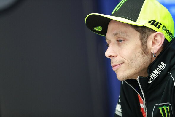 Valentino Rossi erlebte einen schwierigen Start in den Frankreich-GP - Foto: LAT Images