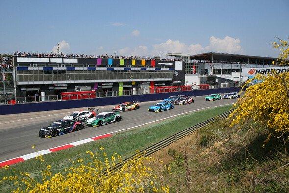 Nur wenige Zuschauer können die DTM-Rennen in Zolder vor Ort verfolgen - Foto: LAT Images
