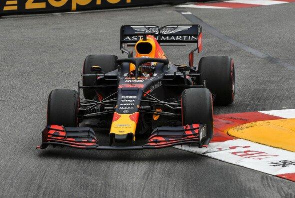 Max Verstappen sieht Red Bull in Monaco als klare zweite Kraft - Foto: LAT Images