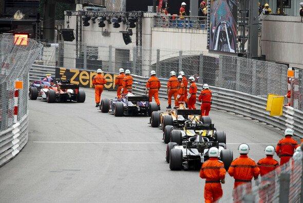 Der Stau in Rascasse löste in der Formel 2 Chaos aus - Foto: LAT Images
