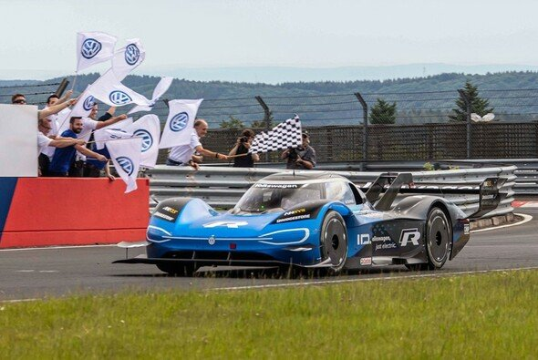 Romain Dumas schlägt den Elektro-Rekord auf der Nordschleife - Foto: Volkswagen