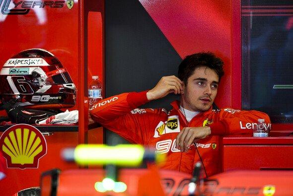 Charles Leclerc handelte sich im Q3 sieben Zehntel Rückstand auf Vettel ein - Foto: LAT Images