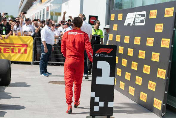 Sebastian Vettel vor dem leeren Parkplatz nach dem Rennen in Kanada - Foto: LAT Images