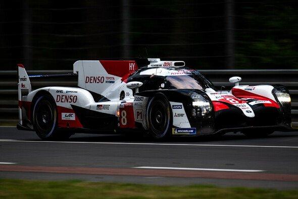 Das Team um Fernando Alonso sicherte sich den zweiten Le Mans-Sieg - Foto: LAT Images