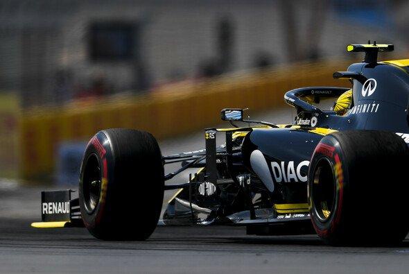 Renault muss sich beim Formel-1-Heimspiel in Frankreich bisher hinter McLaren anstellen - Foto: LAT Images